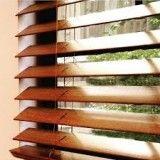 Lavagem de persiana de madeira no Jockey Club